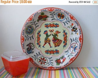 20% OFF MOVING SALE Vintage Pennsylvania Dutch Round Tin Tray Daher Ware England 1971