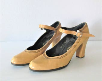 Vintage 1970's Alfiero Maccanti Hippie Mary Jane Shoes / Size 7.5 US Beige Tan Leather Platform Style Heels / Made in Spain