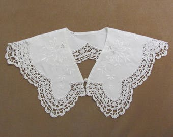 Vintage White Floral Embroidered and Crocheted Dress Blouse Collar