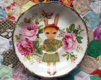 Brownie Girl Scout Bunny With Pink Roses Vintage Illustrated Plate