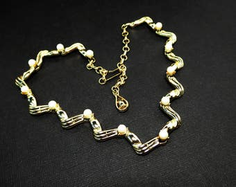 Geommetric Gold Tone Necklace w Faux Pearl Beads Signed - Twisted Ribbon Metal Links - White Pearlescent Beads - Vintage 1950s 1960s Era