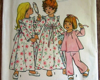 Vintage 1970s Toddler Girls Robe, Nightgown and Pajamas Size 4 Simplicity Pattern 6685 Cut/Complete
