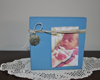 Blue Wooden Block Picture Holder With Antique Brass Flower Charm