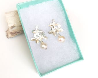 Silver Flower Pearl Earrings, Small Flowers, Pink Freshwater Pearls, Garden Wedding, Dainty Bridal Jewelry, Romantic Gift, 30th Anniversary