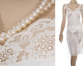 Elegant glossy silky soft shiny cream nylon and delicate matching lace bodice and hem detail 1980's vintage full slip petticoat - PL1616