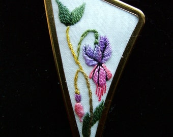 Hand embroidered jewellery brooch, pin. Gold colour brooch with Fuchsia embroidered design.