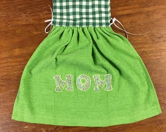 Mom oven towel - mom dish towel - Mother's Day gift - kitchen tea towel - dress towel - oven dress towel - free shipping - green towel