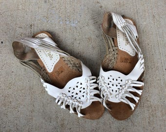 vtg 70s WHITE leather HUARACHE SANDALS flats 6.5 strappy leather peep toe cut out woven shoes boho indie hippie summer festival