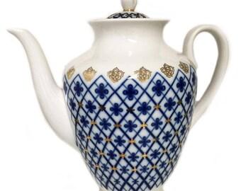 "Original Russian Lomonosov Porcelain  LARGE 9"" Snow Flakes Coffee or Tea Pot.  Excellent  Quality HANDCRAFTED in Russia.  LOMONOSOV mark."