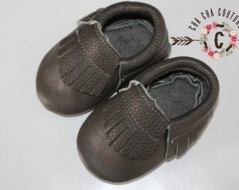 WOW!  DARK GREY fringes  Moccasins 100% genuine leather baby moccasins Mocs moccs