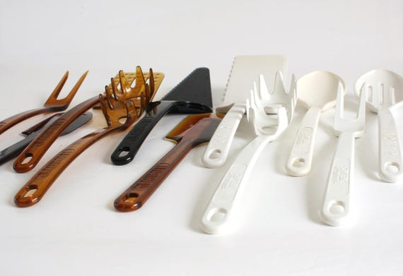 Ultratemp Kitchen Utensil Spoon Spatula Spaghetti Claw Fork Slotted Spoon Robinson Knife (some marked Pyrex Accessories)