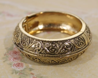 Chunky Golden Metal Bangle Fashion Bracelet