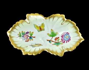 """Vintage Herend Gilded """"Queen Victoria"""" Pattern Hand Painted Leaf Shaped Trinket Dish with Serrated Edge"""