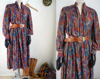 Vintage 70s Paysley Dress Long Princess sleeves daydress colorful 70s trends shirt dress