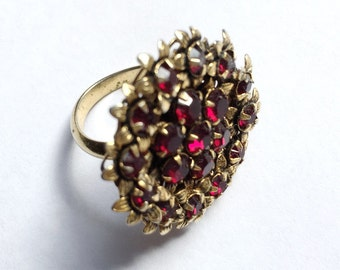 Vintage 1960s Deep Garnet Red Cocktail Ring with Flower Settings