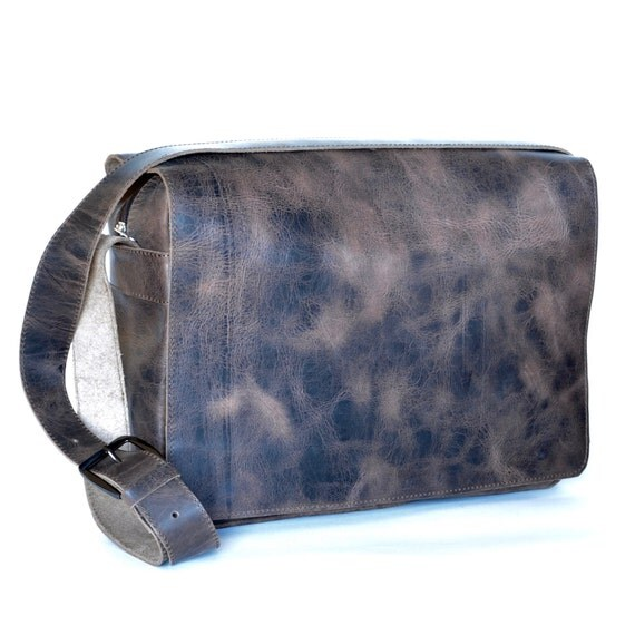 15 laptop extra large leather messenger bag/Women/Men