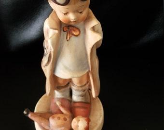 Vintage hummel doctor 127 figurine