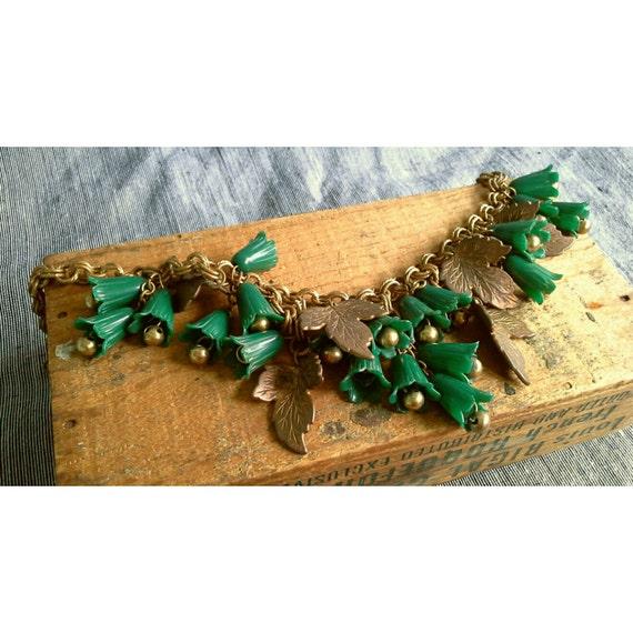 Vintage 1940s Green Lucite Brass Leaf & Cowbell Flower Charm Collar Necklace