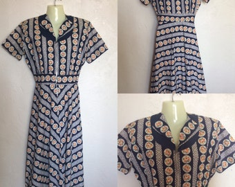 Sweet little Vintage 1930's - 40's Floral Ditsy Novelty Print Cotton Day Dress Housewife Dress - Small