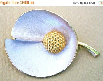 ON SALE Beautiful Vintage Brushed Gold and Gold Brooch Rounded Cupped Split Leaf Bridal Brooch Bouquet