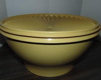 VINTAGE TUPPERWARE Gold SERVALIER 17 Cup Salad Bowl #880 with lid + Salad forks