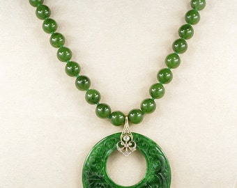 Spectacular Art Deco natural spinach green jade necklace of your dreams