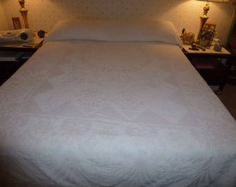 Vintage Chenille Bedspread with Fringe*Full Size or Queen with a Dust Ruffle* Off White Hobnail Chenille