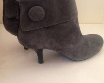 Franco Sarto// Grey Suede Ankle Boots // Women's Leather Booties size 9m by WhiteSwan Treasures