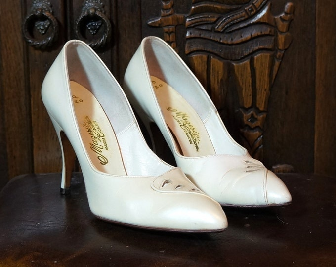 Vintage Stiletto Heels 1950s High Heels 6 B Narrow Off White Pearlescent Leather Wedding Shoes 3.5 inch Pumps Hand Lasted Mazerio Creation