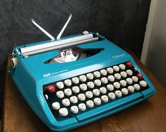 Retro turquoise,blue smith corona Calypso manual Typewriter in good condition with case,very, funky,Free UK postage