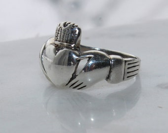 vintage sterling silver Irish Celtic Claddagh ring -heart, hands and crown 3.5 grams hallmarked 925  size 5 3/4 - 1960's excellent condition