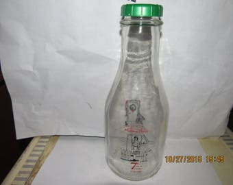 2008 Munroe Dairy E. Providence, RI Egg Nog Santa Claus Christmas Red Green  Pyro Quart 9 1/4 inch tall Milk Bottle