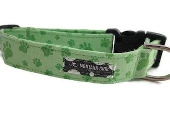 Dog Collar....green paw prints