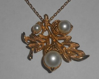"Vintage AVON ""Autumn Glory"" Brooch / Necklace - Gold Tone Textured Open Faux Pearl Oak Leaf with Acorns Brooch / Pendant Necklace with Chain"