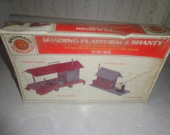 Bachmann Loading Platform and Shanty new in the box sealed yet