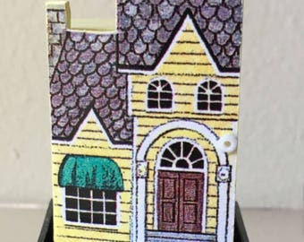 Dollhouse Miniature 1/144th House. (JV)