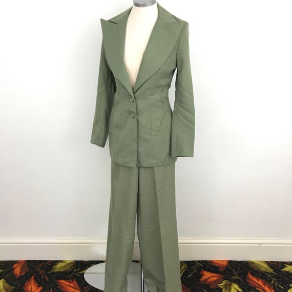 1970s ladies suit flared trousers pants tailored jacket green fitted outfit 70s khaki pant suit UK 6 8 vintage suit