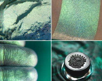 Eyeshadow: Player with Waves - Mermaid. Light green-turquoise eyeshadow by SIGIL inspired.