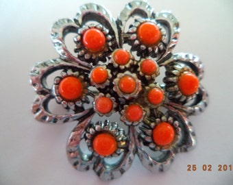 Vintage Unsigned Small Silvertone/Coral Glass Brooch/Pin