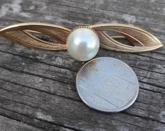 Vintage Pearl Pin Brooch