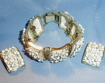 Vintage Chunky White Flower And Rhinestone Bracelet With Earrings