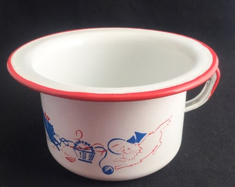 Vintage Enamelware Bowl with handle and kittens