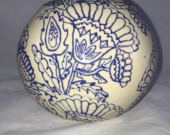 Round,Blue line flower, vase