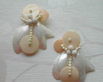 Earrings in mother- of- pearl, shells, clip on earrings, beach accessory