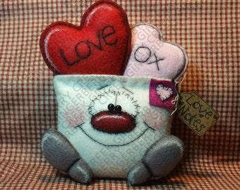 Sending Love Notes Pattern #252 - Primitive Doll Pattern - Valentine - Envelope - Hearts - Love - OXOX