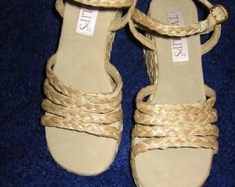 Wonderful Woven Straw Platform Sandal by Two Lips, Size 9GREENCORNMOON15%Off