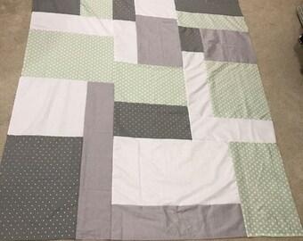 Cute/chic geometric quilt top