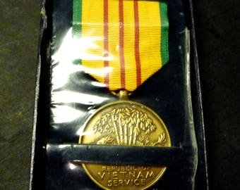 Vietnam Service Medal and Ribbon in box