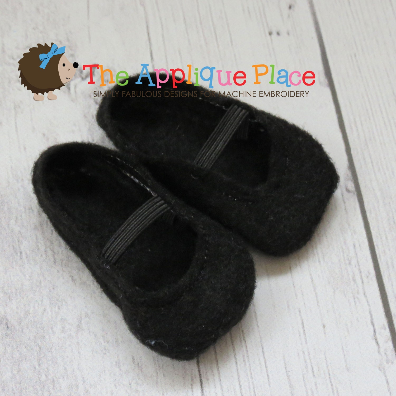 Doll clothing pattern in the hoop ith shoes for