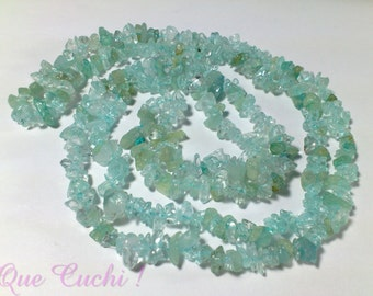 Necklace of 80 cm around the neck of Aquamarine stone chips